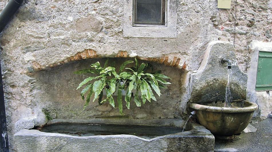 rovio-fontana-da-sarcofago-romano-537-0.jpg
