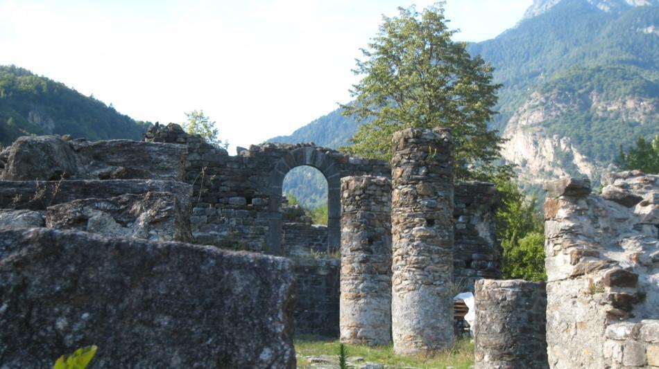 bleniotal-burg-serravalle-ruine-1157-0.jpg