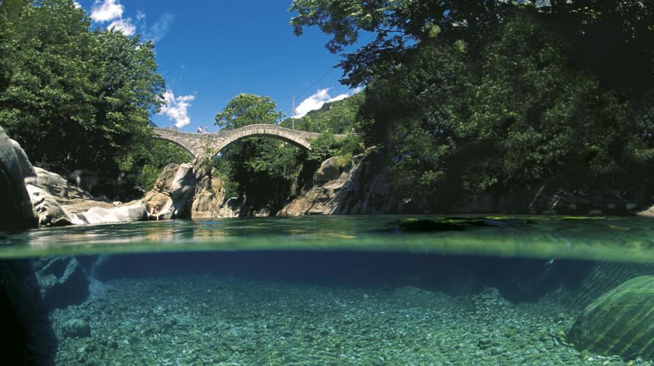 fiume-verzasca-ponte-1121-1.jpg