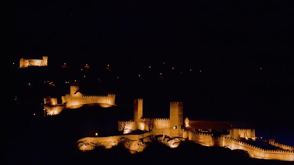 bellinzona-veduta-notturna-tre-castell-369-0.jpg