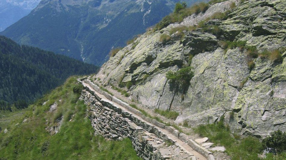 lavizzara-wanderweg-des-steins-2365-0.jpg