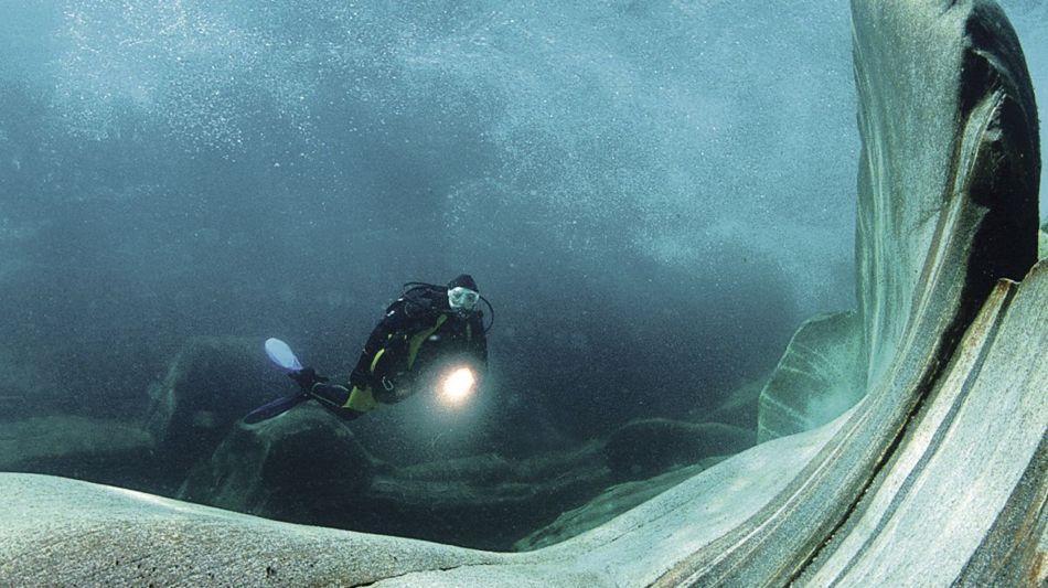 verzascatal-scuba-diving-sub-1469-0.jpg