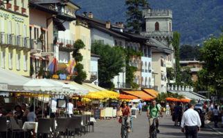 Asconas Piazza lädt zum Staunen