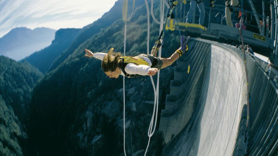 staumauer-verzascatal-bungy-jumping-725-0.jpg