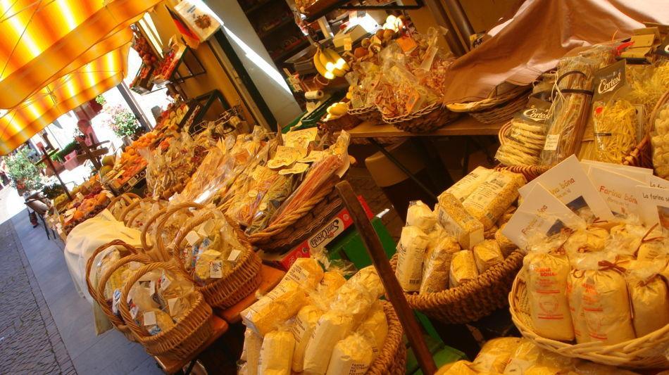 ascona-shopping-spese-per-il-borgo-far-1799-0.jpg