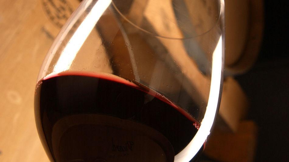 mendrisio-vino-merlot-bicchiere-di-vin-6387-0.jpg