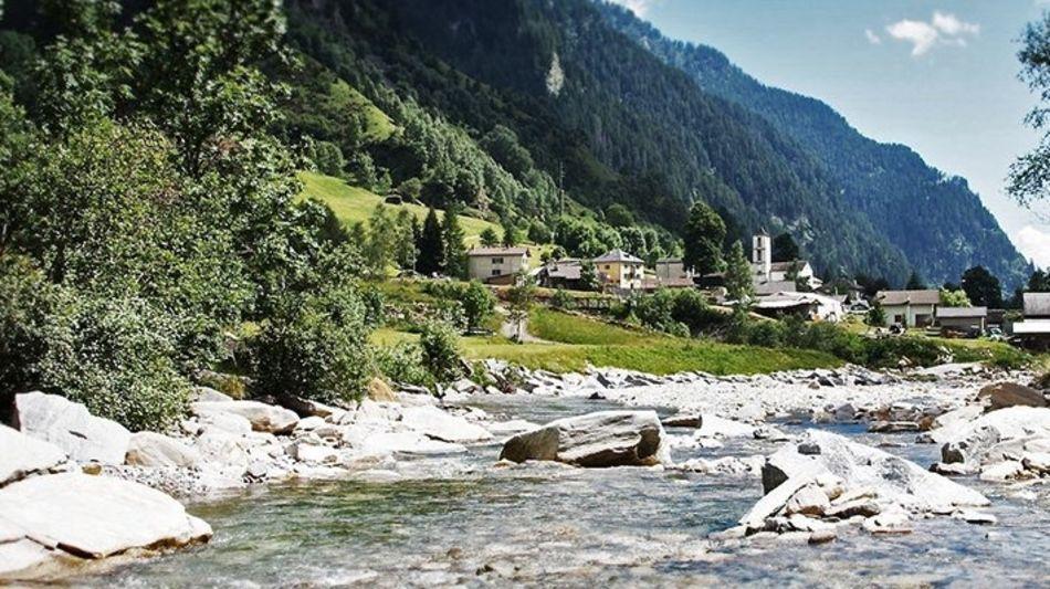 valle-calanca-paesaggio-con-fiume-7084-3.jpg