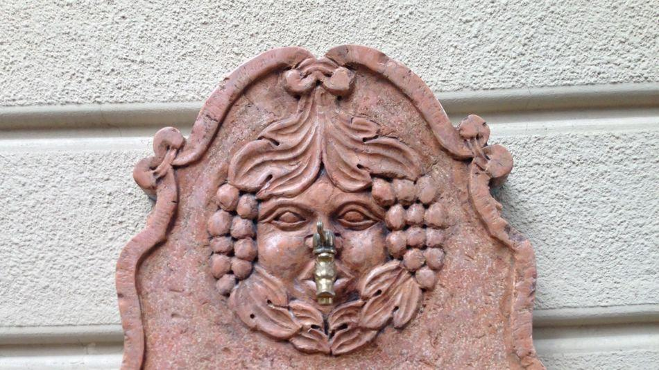 fontana-in-marmo-rosa-7950-0.jpg