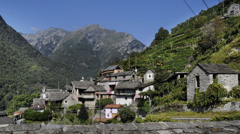 vogorno-panoramica-sul-paese-8052-0.jpg