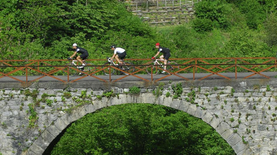 ciclisti-in-valle-di-muggio-8689-0.jpg