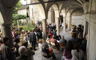 Locarnos Altstadt klingt und singt