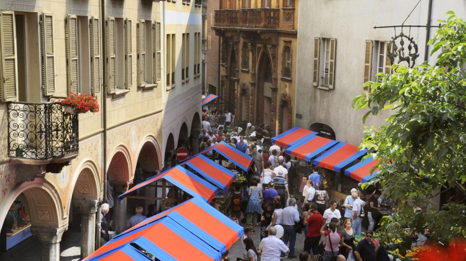 bellinzona-mercato-bellinzona-bancarel-5930-0.jpg