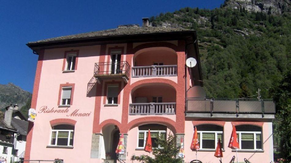 campo-vallemaggia-ristorante-monaci-1132-2.jpg