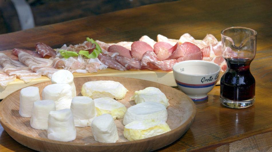 grotti-gastronomia-salumi-grotto-cavic-894-0.jpg