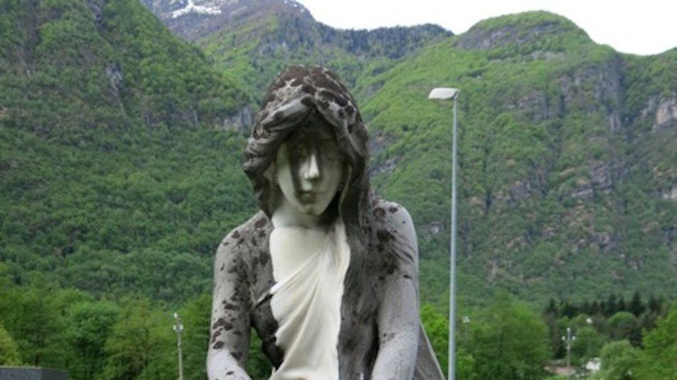 lapide-al-cimitero-di-someo-9556-0.jpg