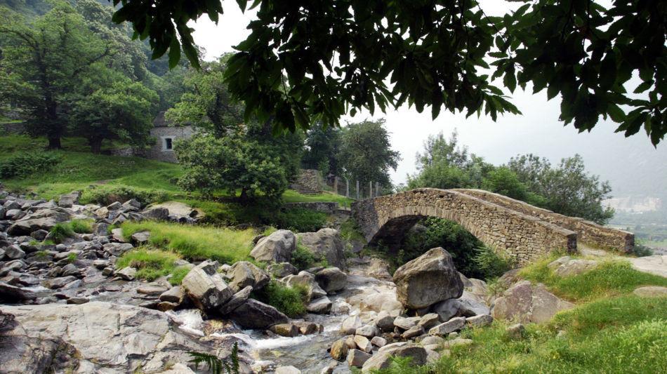 biasca-ponte-in-sasso-torrente-froda-8113-0.jpg