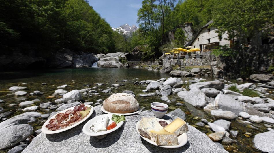 lavizzara-grotto-pozzasc-peccia-2284-0.jpg