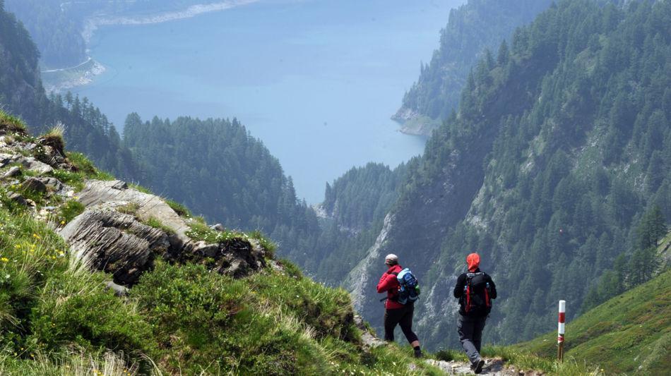 blenio-valle-di-blenio-escursionisti-l-1195-1.jpg