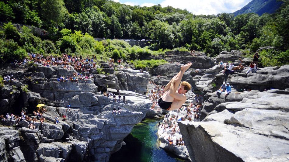 cliff-diving-ponte-brolla-3111-0.jpg