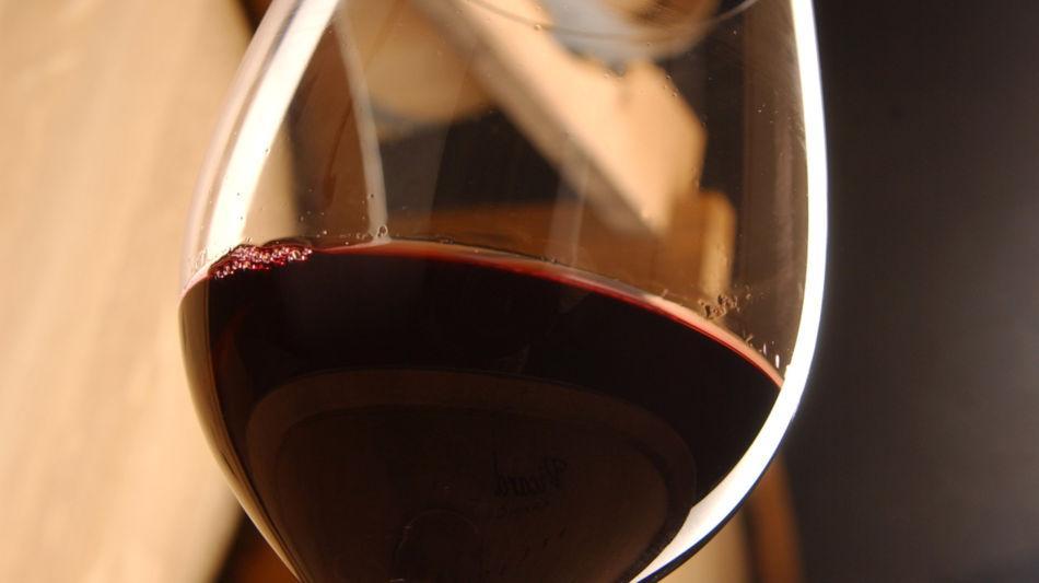 mendrisio-bicchiere-di-vino-4069-0.jpg