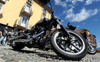 Harleys röhren durch Locarno