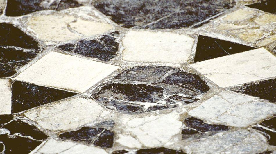riva-san-vitale-battistero-dettaglio-p-1319-0.jpg