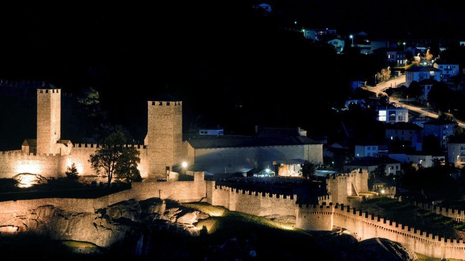 bellinzona-castelgrande-in-notturna-1098-0.jpg