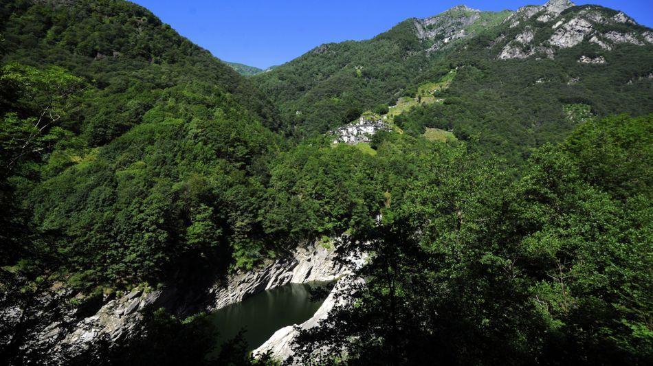 corippo-veduta-paese-e-lago-artificial-7965-0.jpg
