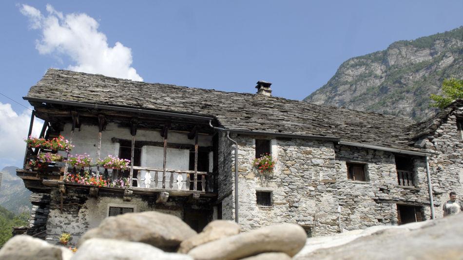 sonogno-casa-tradizionale-rustico-1229-0.jpg