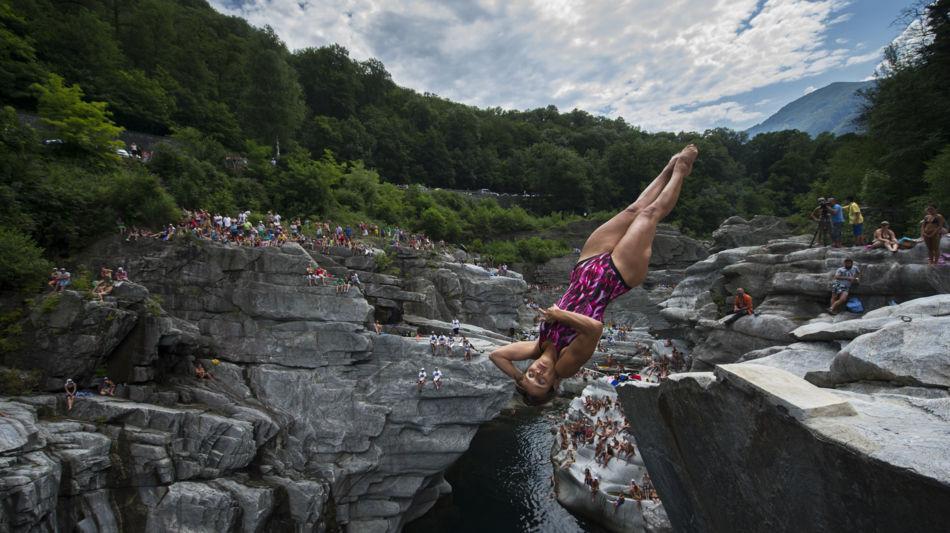 cliff-diving-ponte-brolla-1227-1.jpg