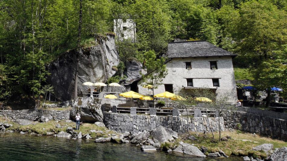grotto-pozzasc-in-peccia-1244-0.jpg