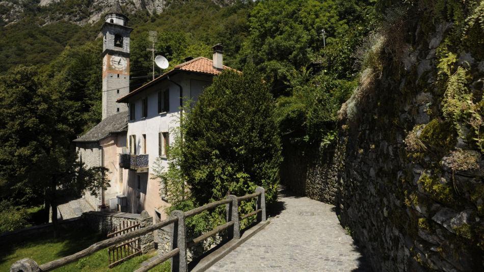 isorno-berzona-scorcio-del-paese-1594-1.jpg