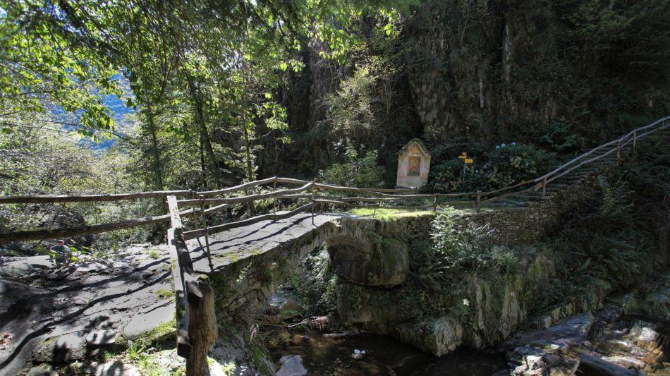 ponte-romano-a-intragna-1601-0.jpg