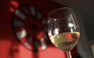 vino-bianco-1620-0.jpg