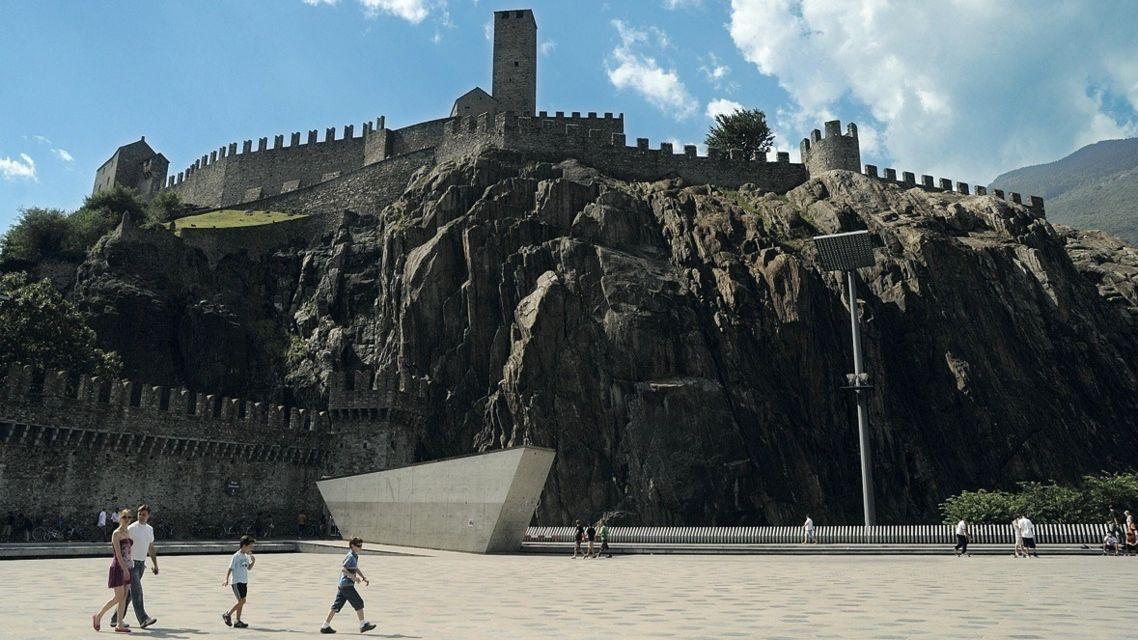 Castelgrande-e-Piazza-del-Sole-14643-TW-Slideshow.jpg