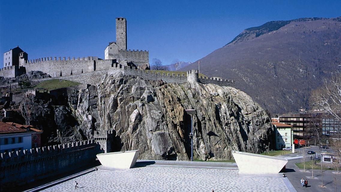 Castelgrande-e-Piazza-del-Sole-373-TW-Slideshow.jpg