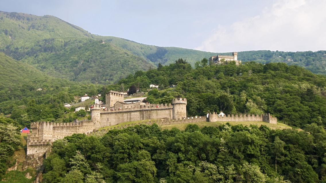 Castelli-di-Bellinzona-Veduta-dall-alto-6398-TW-Slideshow.jpg
