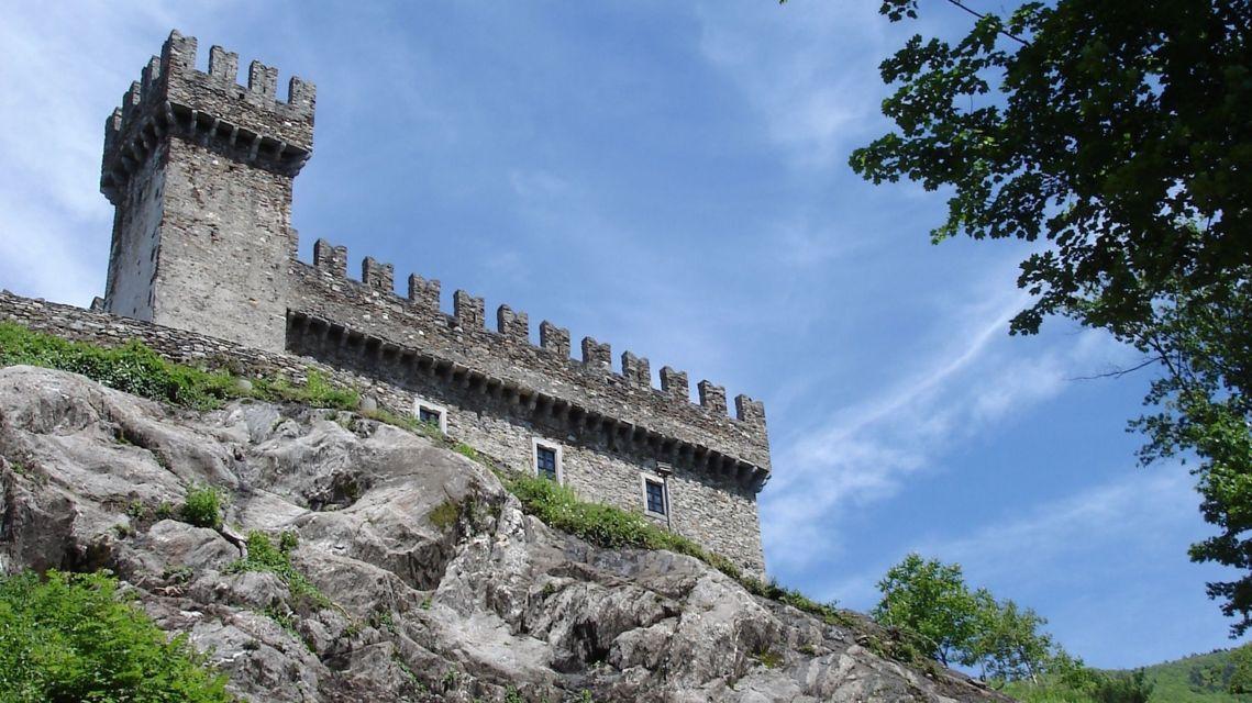 Castello-Sasso-Corbaro-13213-TW-Slideshow.jpg