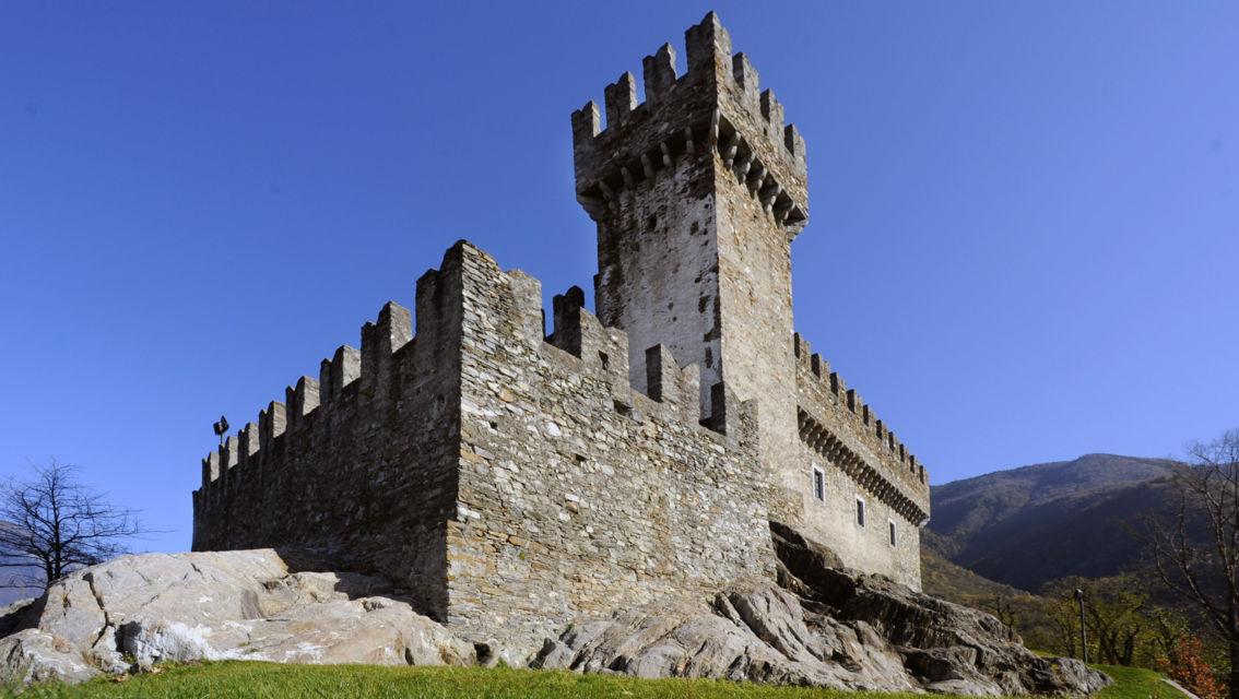 Castello-di-Sasso-Corbaro-6638-TW-Slideshow.jpg