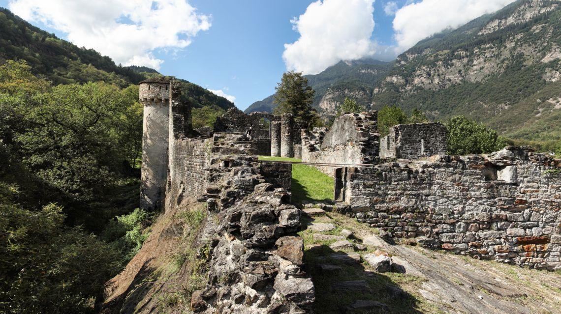 Castello-di-Serravalle-11012-TW-Slideshow.jpg