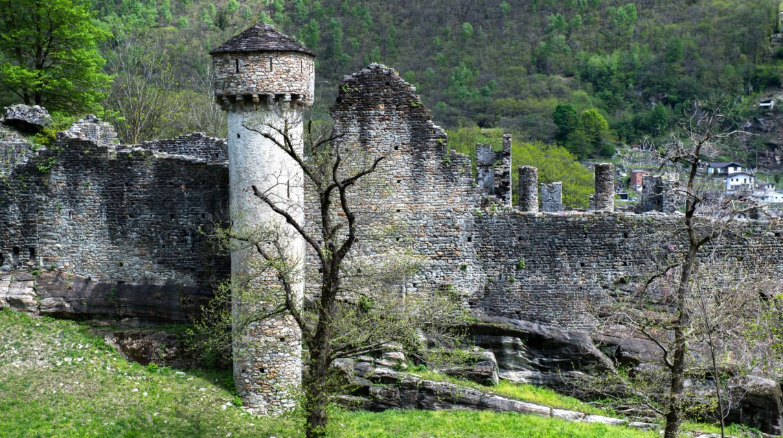 Castello-di-Serravalle-26088-TW-Slideshow.jpg