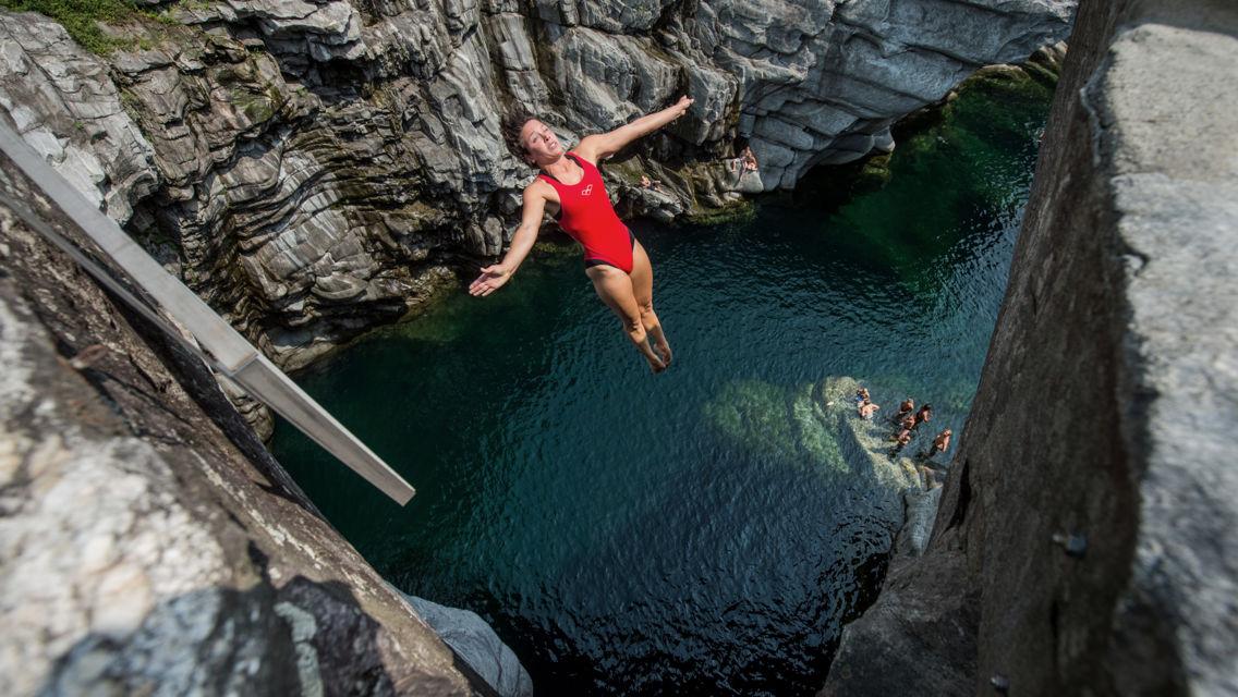 Cliff-Diving-Ponte-Brolla-12275-TW-Slideshow.jpg