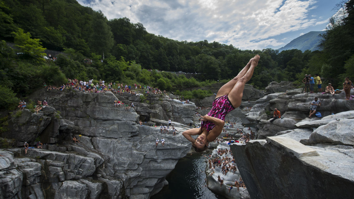 Cliff-Diving-Ponte-Brolla-12276-TW-Slideshow.jpg
