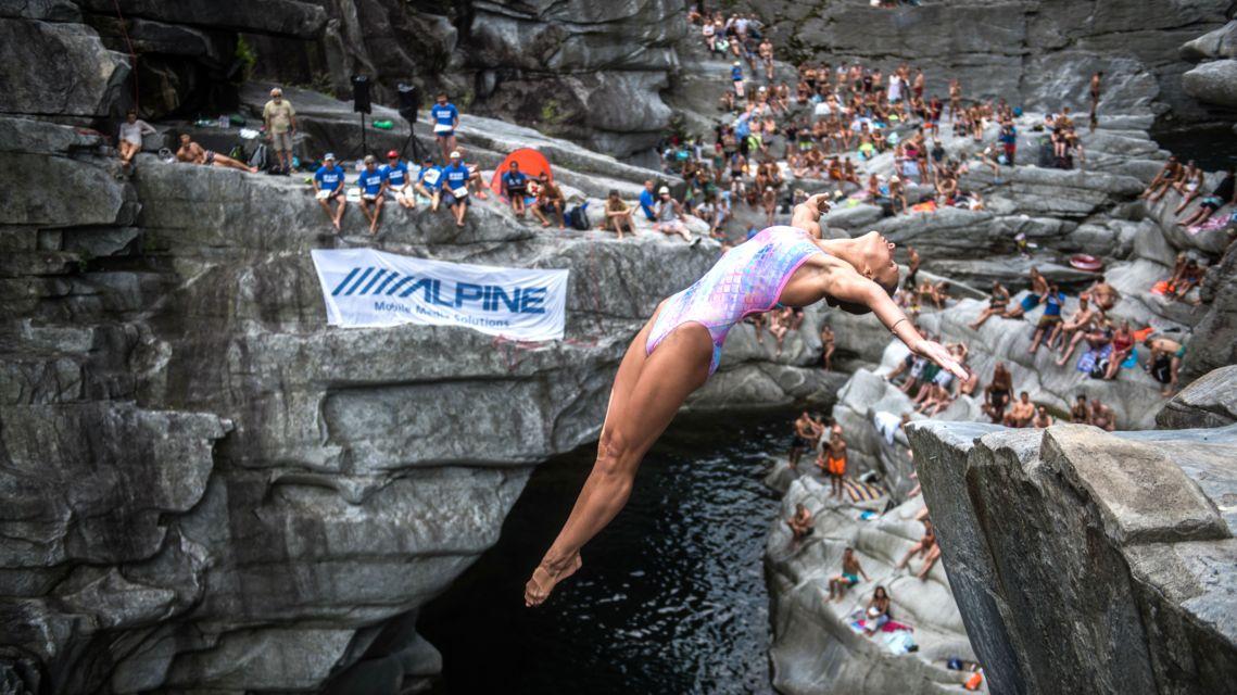 Cliff-Diving-Ponte-Brolla-24566-TW-Slideshow.jpg