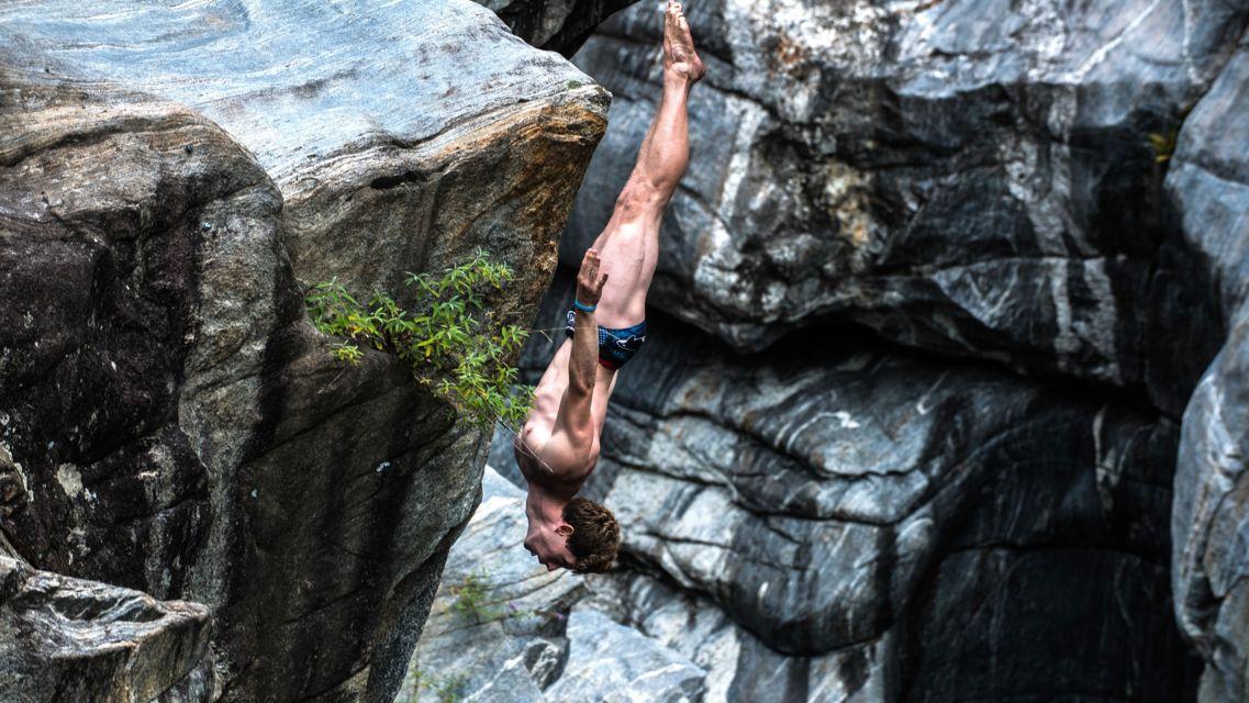 Cliff-Diving-Ponte-Brolla-24569-TW-Slideshow.jpg