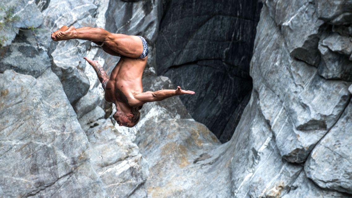 Cliff-Diving-Ponte-Brolla-24570-TW-Slideshow.jpg