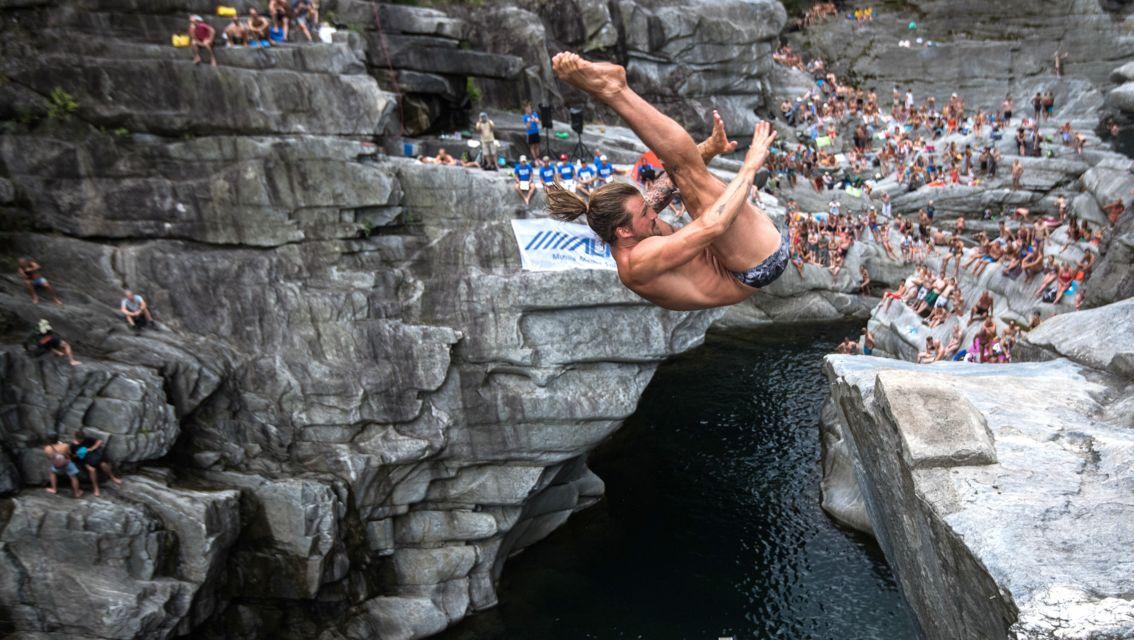 Cliff-Diving-Ponte-Brolla-24571-TW-Slideshow.jpg