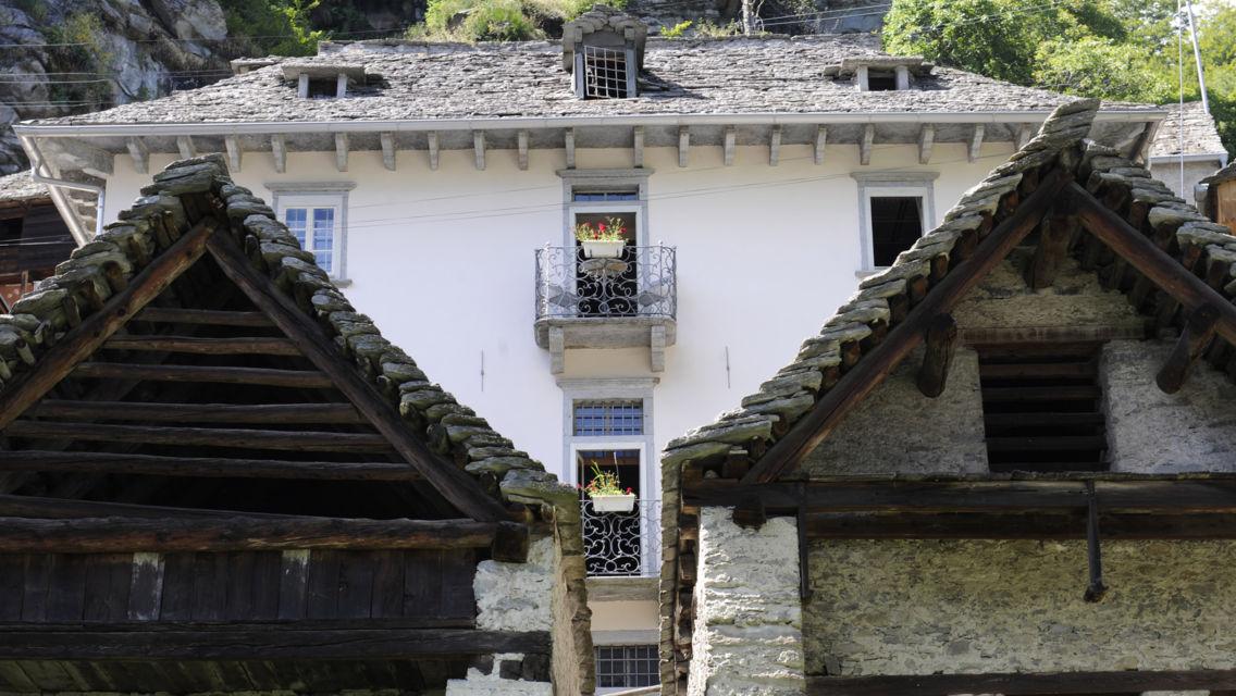 Comologno-Casa-Gamboni-15300-TW-Slideshow.jpg