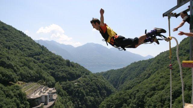 Diga-della-Verzasca-Bungy-Jumping-8045-TW-Slideshow.jpg
