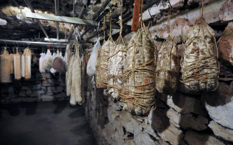 Franchino-Ferrini-macellaio-salumiere-cantina-salumi-26681-TW-Interna.jpg